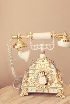 vintage home decor French Provincial style rotary dial telephone. (on closer look, it appears to be a push-button replica, but its still pretty! Vintage Stil, Vintage Love, Vintage Antiques, Retro Vintage, Vintage Industrial, French Antiques, My New Room, My Room, Telephone Retro
