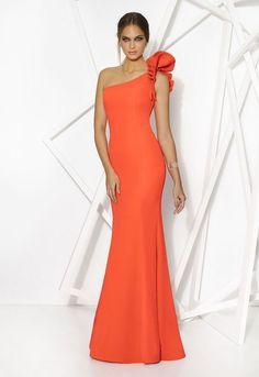 Cabotine full length dress is available in fuschia with one beautiful frill shoulder design. Evening Outfits, Evening Dresses, Elegant Dresses, Pretty Dresses, Vestidos Zara, Vetement Fashion, Rainbow Fashion, Orange Fashion, Gala Dresses