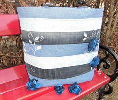 Riesen Jeanstasche mit Blütenbroschen von As4Me auf DaWanda.com