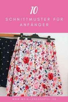 10 Schnittmuster für Näh-Anfänger:innen vom einfachen Rock über ein Shirt bis hin zur Sommer-Shorts und Hoodie. Denn: Nähen ist wie zaubern können und am Anfang steht das Ausprobieren und eine extra Portion Tatendrang. Leg am besten gleich mit diesen Einsteiger-Schnittmustern los! u.a. mit Kimono-Tee von @mariadenmark, Burda-Kleid, @pattydoo-Empfehlungen @frauliebstes, @erbsuende uvm. Kimono Tee, Ballet Skirt, Skirts, Fashion, French Seam, Sew Shorts, Skirt Sewing, Sew Mama Sew, Moda
