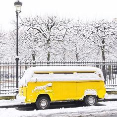 Snow in the yellow bus  pic by @clemleloup // #featuredayellowmark . . . . . . . . . . . . . . . . .