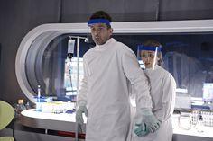 Billy Campbell as Dr. Alan Farragut and Jordan Hayes as Dr. Sarah Jordan in HELIX ep. 1.06 Aniqatiga.