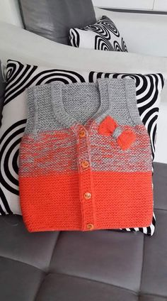 Knitted baby cardigan with poc Sweater Knitting Patterns, Knitting Designs, Crochet Designs, Knitted Baby Cardigan, Knit Baby Sweaters, Knit Vest, Crochet Baby, Knit Crochet, Baby Vest