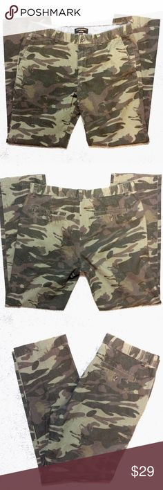 "Banana Republic army camo pants Good condition! 30"" inseam. Like multiple items I have available? When you bundle 3 items from my closet in the same transaction, you get a discount and only pay shipping ONCE!! When you bundle 4+, you get that PLUS a FREE GIFT! *Free gift increases in value with each additional item bundled* Banana Republic Pants"