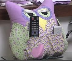 Patchwork navidad country new ideas Owl Crafts, Diy And Crafts, Remote Holder, Disappearing 9 Patch, 9 Patch Quilt, Patchwork Patterns, Free Sewing, Soft Furnishings, Softies