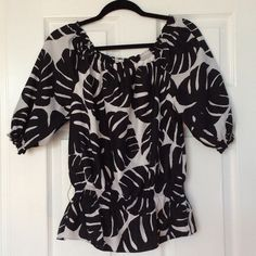 WHBM TOP BLACK AND WHITE LEAF PRINT THAT IS POLYESTER AND SILK LINING SHORTER SLEEVED WITH ELASTIC ON ARMS AND MIDDLE TO HIPS. HAS BELT LOOPS BUT DOES NOT COME WITH BELT. GOOD CONDITION. WHITE HOUSE BLACK MARKET Tops Blouses
