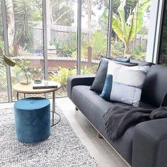 When the amazing garden is your backdrop and the vendor is a lover of indoor plants. Interior S, Interior Design, Amazing Gardens, Indoor Plants, Backdrops, Furniture Design, Lounge, Couch, House Styles