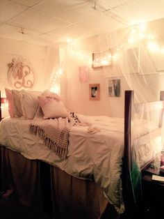 Diy Dorm Room Canopy Bed 4 Sheer Curtains 3 Command