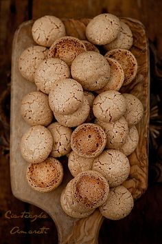 Ciastka Amaretti - made with almond flour, powdered sugar, egg whites, and amaretto.