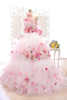 a very pretty dress with rose design Indian Gowns Dresses, Ball Gown Dresses, Flower Dresses, Prom Dresses, Elegant Dresses, Pretty Dresses, Moda Lolita, Fairytale Dress, Lolita Dress