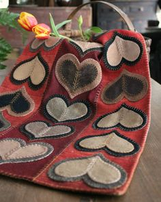Trends you need to know decorations primitive valentine hearts ornies 1 Penny Rug Patterns, Wool Applique Patterns, Felt Patterns, Felt Applique, Print Patterns, Embroidery Designs, Wool Embroidery, Felted Wool Crafts, Felt Crafts