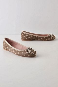 Dots on shoes