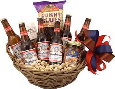A total of twelve Budweiser brews go in this gift basket along with festive snacks, chips, salsa, pretzels & Beer Nuts. A great pick for Budweiser Enthusiasts. Beer Christmas Gifts, Diy Holiday Gifts, Diy Gifts, Christmas Projects, Christmas Ideas, Beer Party Decorations, Beer Cap Crafts, Beer Basket, Wine Country Gift Baskets