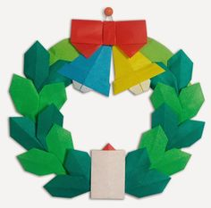 Origami Christmas wreath      Origami Base Of lease   little thick paper       Click picture for open Diagram     7.5x7.5cm =  6 pieces  ...