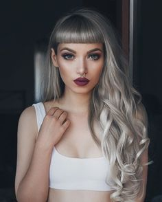 Grey Hair Color is a good idea to makse some different on your appearance. Silver and Grey Hair Dye could be perfect blend to do, especially for Long Hair. Hairstyles With Bangs, Pretty Hairstyles, Grey Hairstyle, Vintage Hairstyles, Hairstyle Ideas, Braided Hairstyles, Pelo Color Gris, New Hair, Your Hair