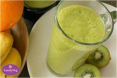 Szuper finom és egészséges zöld turmix kivivel, almával, naranccsal és spenóttal. Kiváló méregtelenítő ital és szuper reggeli! Kóstold meg Te is! Healthy Drinks, Glass Of Milk, Smoothies, Vitamins, Health Fitness, Pudding, Cooking Recipes, Desserts, Food