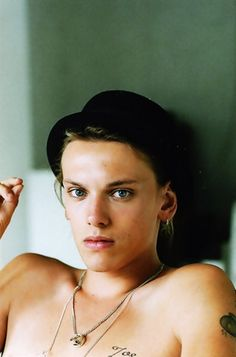 Jamie Campbell Bower... obsession...
