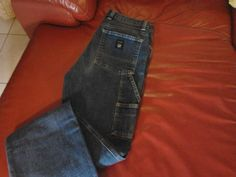 pantalone jeans ancora disponibile https://www.facebook.com/groups/1425472734405077/permalink/1429199500699067/