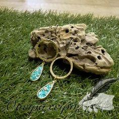 Σφυρήλατα σκουλαρίκια χρυσά με εντυπωσιακές τιρκουάζ πέτρες