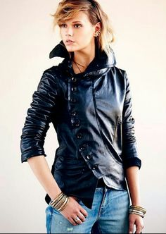 Hot arch button leather jacket!