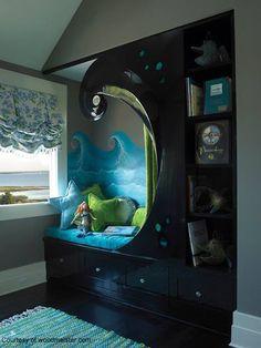 La combinación es perfecta entre pintura, mobiliario, cojines y elementos, en la creación de espacios adecuados para que la  lectura en los niños en edad escolar pueda fluir, los colores contrastan de una manera fantástica, que permite apreciar los diferentes elementos que se encuentran.