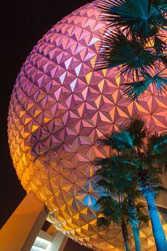 Spaceship Earth at Night Walt Disney World Orlando, Disney Parks, Disney Phone Backgrounds, Earth At Night, Spaceship Earth, Hollywood Studios, Orlando Florida, Epcot, Vintage Disney