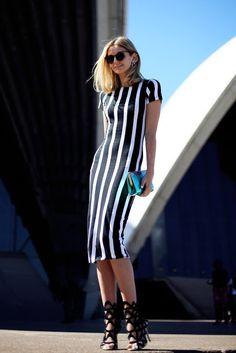 Black stripes. More on: www.ensaiosdesraggi.blogspot.com.br