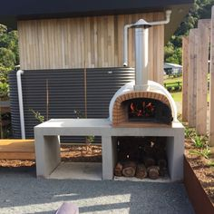Modern Outdoor Pizza Ovens, Outdoor Kitchen Patio, Pizza Oven Outdoor, Outdoor Kitchen Design, Outdoor Barbeque, Pizza Oven Kits, Diy Pizza Oven, Pizza Oven Fireplace, Stone Bbq