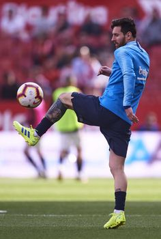 Lionel Messi of FC Barcelona in action during the warm up prior to the La Liga match between Sevilla FC and FC Barcelona at Estadio Ramon Sanchez Pizjuan on February 2019 in Seville, Spain. Fc Barcelona, Barcelona Soccer, Spain Football, Football Boys, Steven Gerrard, Neymar, Lionel Messi Wallpapers, Premier League, Argentina National Team