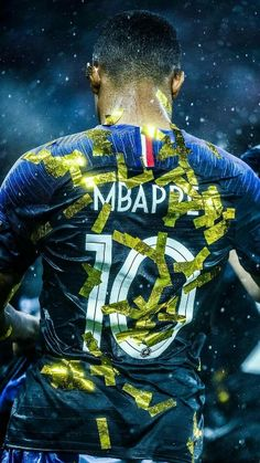 Photo de Cristiano Ronaldo : Exclu: MBAPPÉ même à l'école! France Football, Football Love, Football Is Life, World Football, Football Soccer, College Football, Iran National Football Team, France Wallpaper, Mbappe Psg