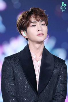 """© tokki of december ☾ do not modify. Onew Jonghyun, Lee Taemin, Minho, K Pop, Shinee Members, Shinee Debut, Fandom, Lee Jinki, Actor"