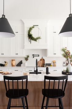 A charming kitchen ready for the holidays   Christmas Decor   Home Holiday Decor   Modern Farmhouse Kitchen   Styling | Design by Heather Casteel @practical.designs | Blog by Home Bunch