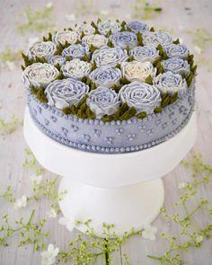 Raw Vegan Cakes Look Like Real Flowers Created by Juliana Chef.|FunPalStudio|Illustrations, Entertainment, beautiful, creativity, nature, drawings, paintings, Art, Artwork, Artist, sculptures, food art, cake art, cake designs, cake decorating.