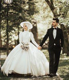 Muslimah Wedding Dress, Muslim Wedding Dresses, African Wedding Dress, Wedding Dress Necklines, Necklines For Dresses, Bridal Wedding Dresses, Indian Muslim Bride, Muslim Brides, Wedding Hijab Styles
