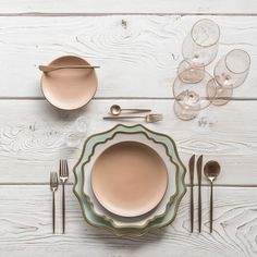 Southwestern glam 💗 With our Anna Weatherley Chargers in Aqua Gold + AW Dinnerware + Custom Heath Ceramics in Sunrise + Moon… Cocinas Color Chocolate, Heath Ceramics, Cutlery Set, Flatware, Dinner Sets, Decoration Table, Home Deco, Home Accessories, Kitchen Decor