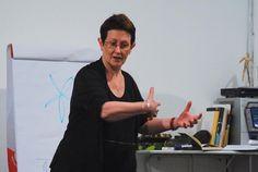 Pela segunda vez, o Instituto Caleidos tem a satisfação de receber a renomada professora de dança do Trinity Laban de Londres, Rosemary Brandt. O encontro acontece no dia 27 de maio (terça-feira), às 19h.  A entrada é Catraca Livre.