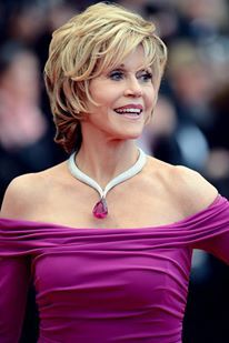 Jane Fonda never stops to mesmerize us with her beauty