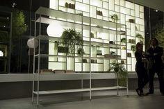 A Rimadesio lançou a estante Wind, toda de alumínio, design Giuseppe Bavuso