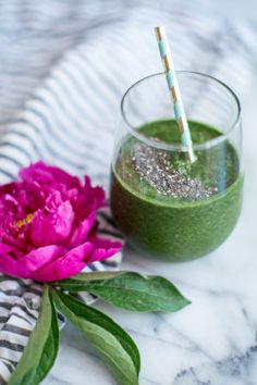 Are green smoothies good for you? Discover the health benefits of green smoothies in this classic recipe with a green smoothie recipe book and challenge.