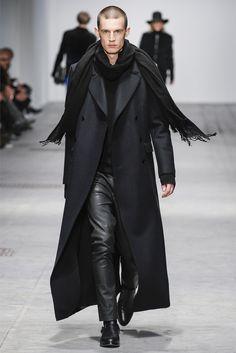 http://1.bp.blogspot.com/-qJ4aZsvj-3w/UPJkcmpCAqI/AAAAAAAASAs/K9mIisCrnYw/s1600/Costume-National-Fall-Winter-2013-2014-Menswear-Milan-Fashion-Week-Glamour-Boys-Inc-12.jpg