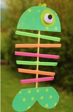 Ψαράκι = χαρτόνι, σπάγκο, καλαμάκια & για ματάκι πομ-πομ ή ματάκι χειροτεχνίας!