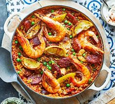 Try this foolproof way of cooking paella in the oven. You can adapt it according to what you have in the fridge – in this case, chicken, chorizo and prawns Oven Recipes, Healthy Dinner Recipes, Meal Recipes, Healthy Dinners, Quick Recipes, Shrimp Recipes, Chicken Recipes, Healthy Food, Chicken Chorizo