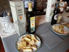 L'olio di Brisighella e il pane per l'assaggio.
