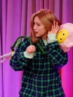 Bias Wrecker, Kpop Girls, Crushes, Korean, Icons, Couple, Twitter, Style, Fashion