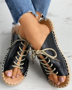 Flat Sandals Outfit, Cute Sandals, Fab Shoes, Me Too Shoes, Leather Slippers, Leather Sandals, Shoe Refashion, Shoe Pattern, How To Make Shoes