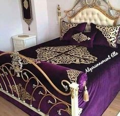 algerian home ♥ - Ideas for home Bed Sheet Painting Design, Fancy Bed, Bed Cover Design, Designer Bed Sheets, Home Office Chairs, Curtain Designs, Suites, Diy Pillows, Dream Rooms