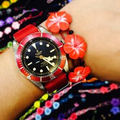 Aloha! Summer wrist style! ❤️ #red #aloha #Hawaiian #wrist #style #tudor #tudorblackbay #flower #summer #beach #bracelet Tudor Heritage Black Bay, Tudor Black Bay, Ju On, Summer Beach, Hawaiian, Bracelet Watch, Flower, Bracelets, Red