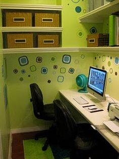 A walk-in closet turned into a tiny office - great idea for small spaces.  Next project for ME:)