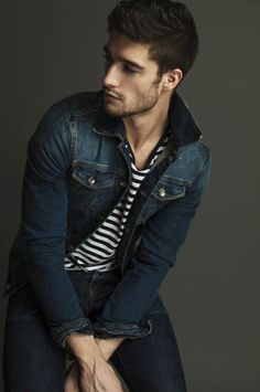 That's a nice denim jacket. Style for men: denim and stripes. Looks Style, Looks Cool, Men Looks, My Style, Outfits Hombre, Denim Jacket Men, Men's Denim, Denim Jackets, Men Shorts