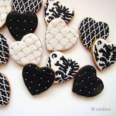#mcookies #cookies #handmade #curitiba #decorado #evento #encomenda #feitoemcuritiba #feitoamão #biscoitos #personalizado #lembrancinha #coracao #heart #love #pretoebranco #vintage